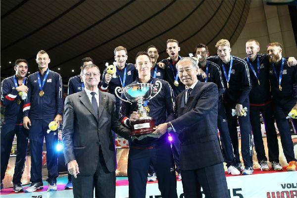 Americanii au primit trofeul acordat campionilor de la Cupa Mondiala