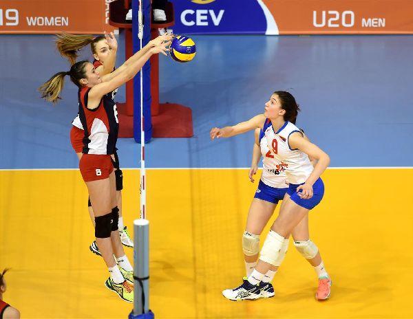 Blocaj reusit de Larisa Vasilica si colega ei