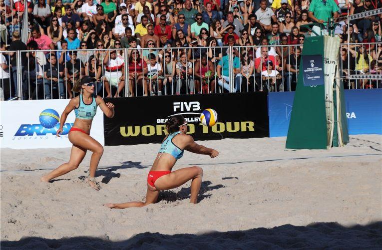 Adriana mateiface preluare in finala turneului de volei pe plajă de la Miguel Pereira