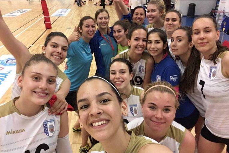 CSM Bucuresti s-a calificat in semifinalele turneului de volei pentru junioare