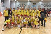 Jucatoarele de la Dinamo, cu medaliile de campioane nationale la volei, categoria junioare