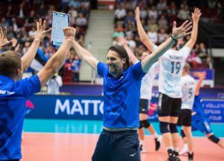 Antrenorul roman al nationalei masculine de volei a Estoniei, Gianni Cretu, a dat frau liber bucuriei la finalul turneului