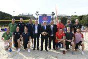 Presedintele FIVB, Graca, alături de capitanii echipelor din Final 6 VNL 2018 de la Lille