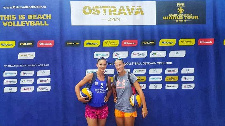 Ariana Pirv si Beata Vaida au inceput colaborarea la turneul de volei pe plaja de la Ostrava