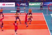 Renan Dal Zotto si momentul aruncarii mingei in teren in timpul meciului Brazilia - Rusia de la Campionatul Mondial de volei