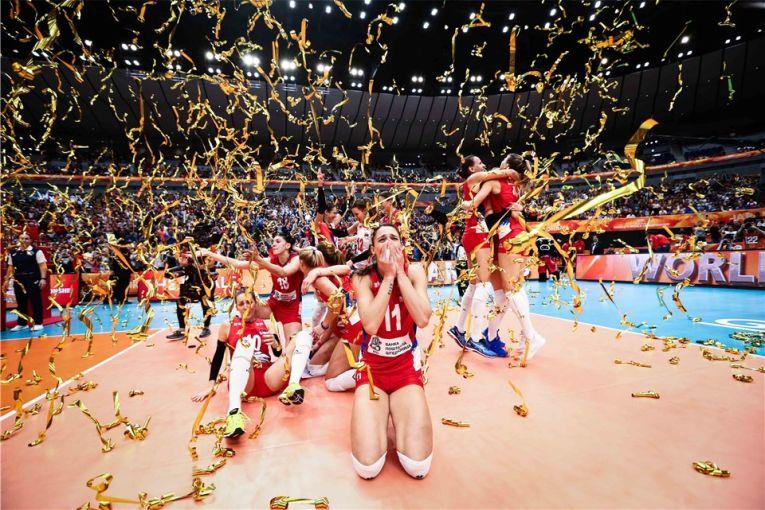 Bucuria sarboaicelor dupa primul titlu mondial la volei din istorie