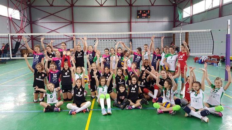 Jucatoarele participante la turneul feminin de minivolei de la Cernavoda