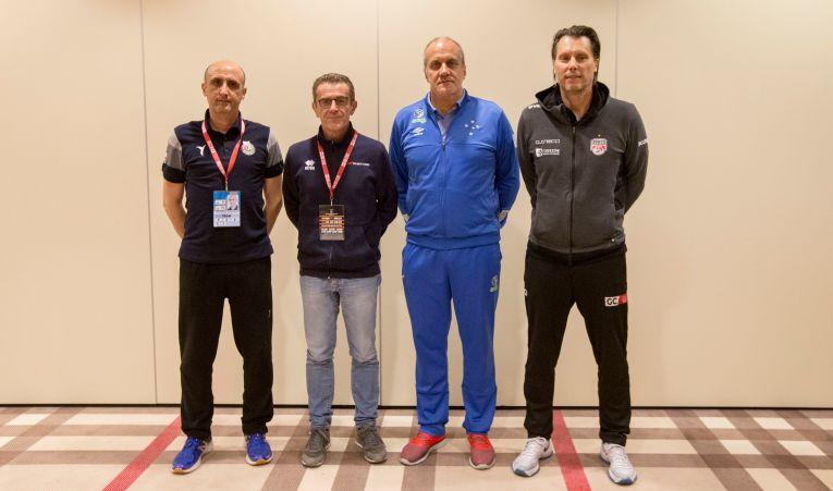 Gianni Crețu, antrenorul formatiei Asseco Resovia, la conferinta de presa de dinaintea startului Campionatului Mondial al cluburilor la volei masculin