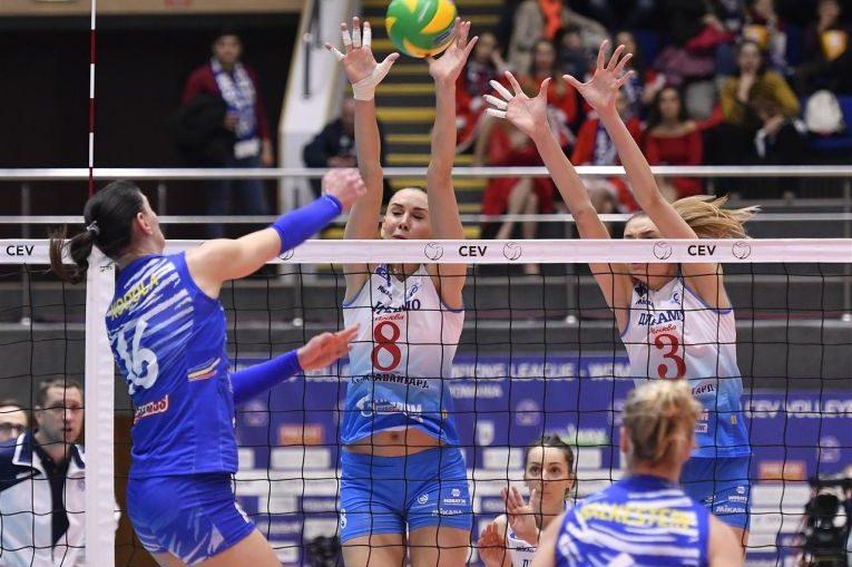 Nadia Kodola in actiune cu Dinamo Moscova, in Liga Campionilor la volei