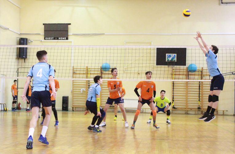 Tudor Constantinescu born 2002 volleyball romania setter