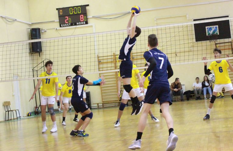 Tudor Constantinescu volleyball setter ctf mihai I in action