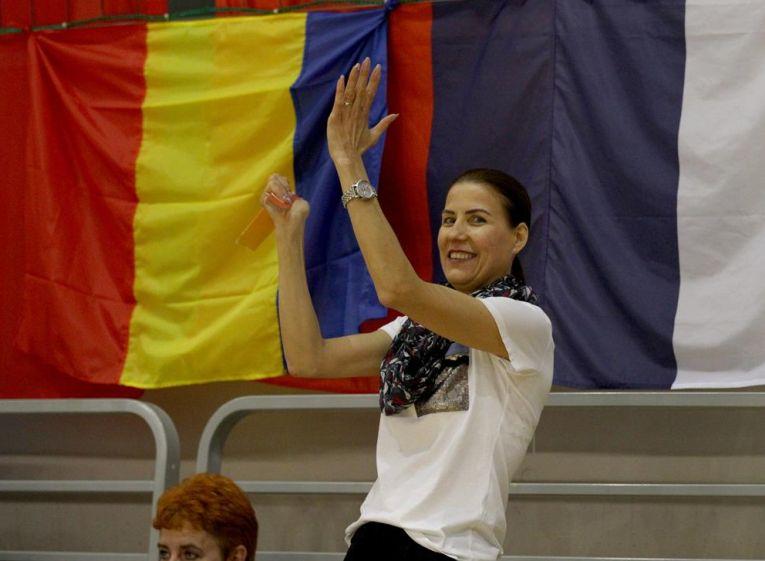 Angela Alupei isi susține din tribune fiica, pe Francesca Alupei