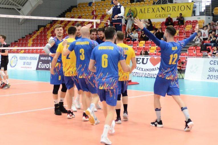 Bucuria voleibalistilor romani dupa victoria cu Danemarca din Silver League