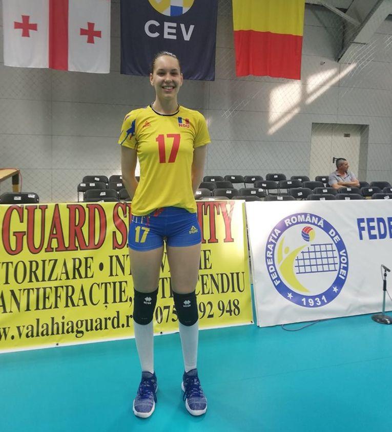 Angela Alupei are 16 ani și 1,91 m inaltime si pe 25 mai 2019 a debutat la nationala de volei senioare a Romaniei