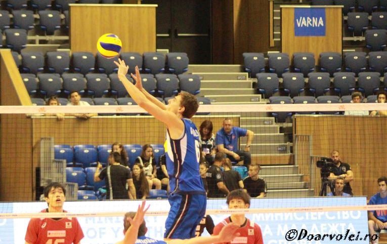 Simone Giannelli in actiune, la turneul VNL de la Varna (foto: doarvolei.ro)