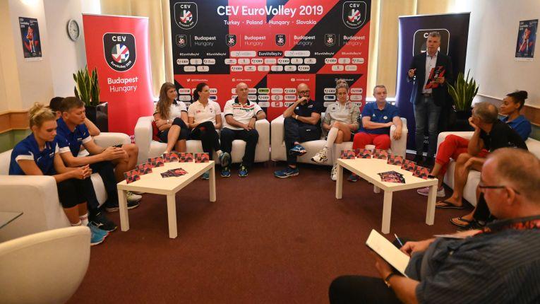 Căpitanii și antrenorii naționalelor din Grupa C, la sedinta tehnica de dinaintea Campionatului European