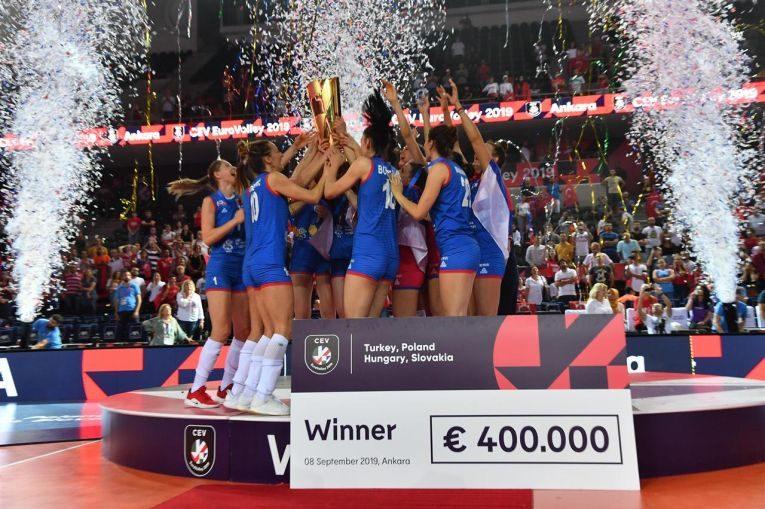 Serbia si-a păstrat titlul european la volei feminin