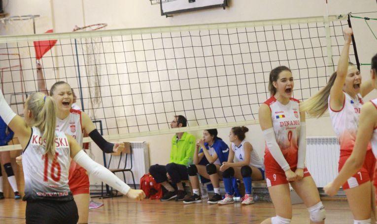 Bucuria jucătoarelor de la Dinamo după victoria de pe terenul celor de la CTF Mihai I, in prima etapă a campionatului de volei pentru junioare