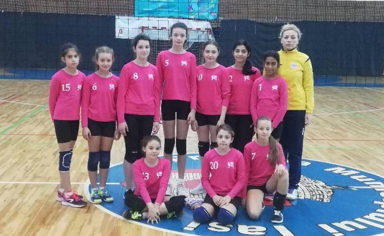 Echipa de minivolei HV Juvenil Iasi la primul turneu al campionatului 2019/ 2020