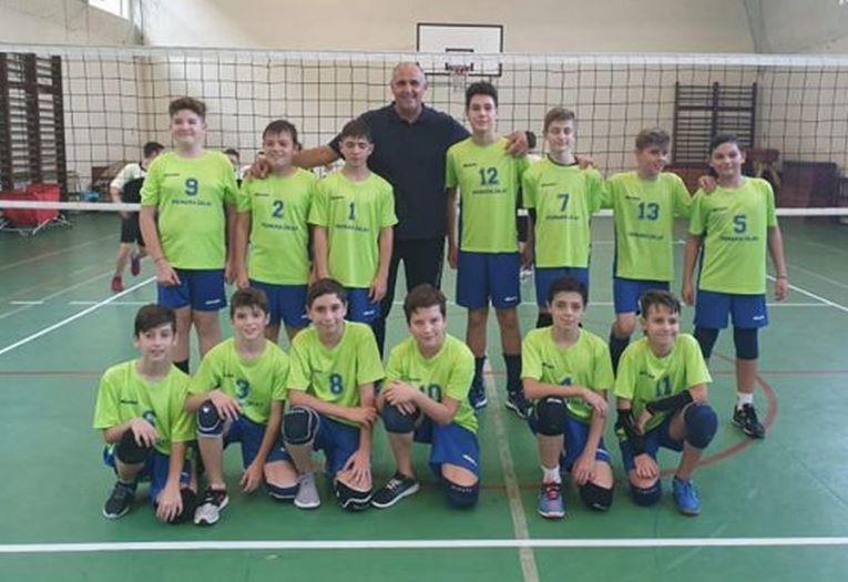 Echipa de minivolei AV Lazăr Marius Zalău în primul turneu al campionatului masculin de minivolei