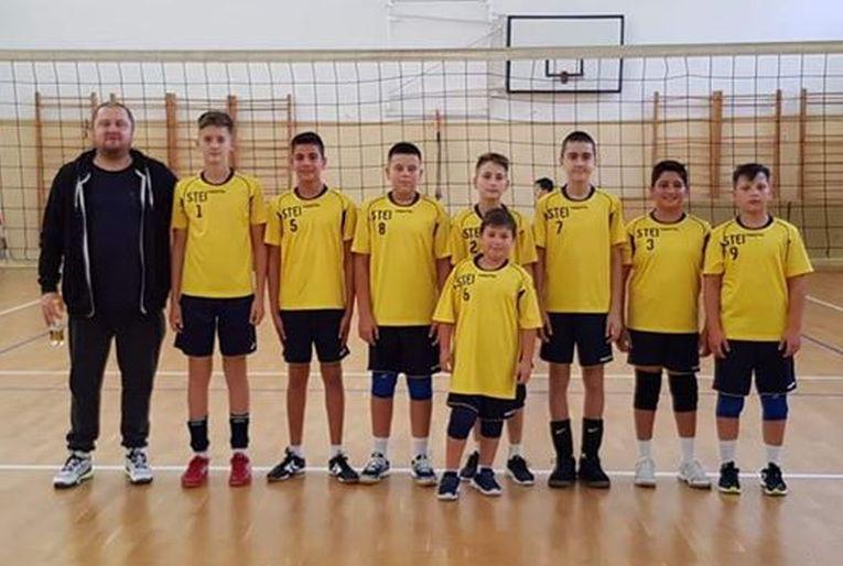Echipa de minivolei CSS Avram Iancu Ștei la primul turneu al campionatului 2019/ 2020