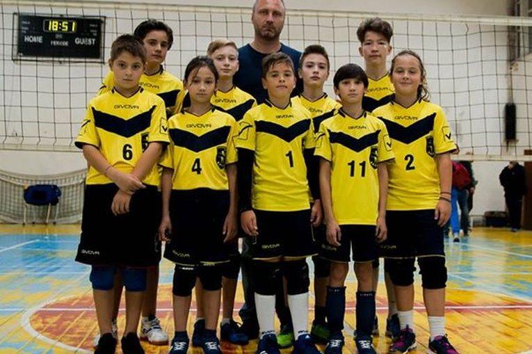 Echipa de minivolei CSS Bacău în primul turneu al campionatului masculin de minivolei