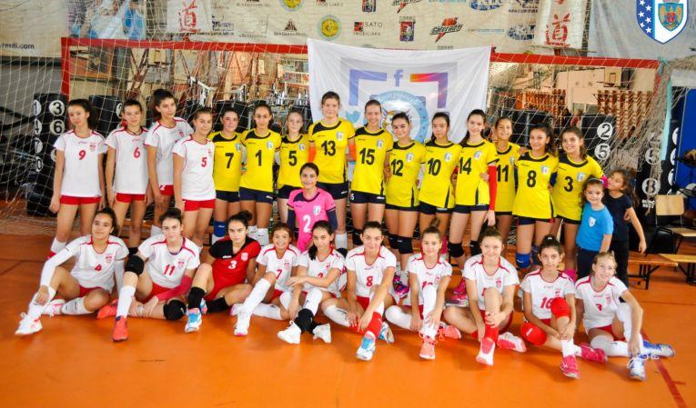 Echipele feminine de sperante ale cluburilor Dinamo și CSM Bucuresti după meciul direct din primul turneu al campionatului 2019/ 2020