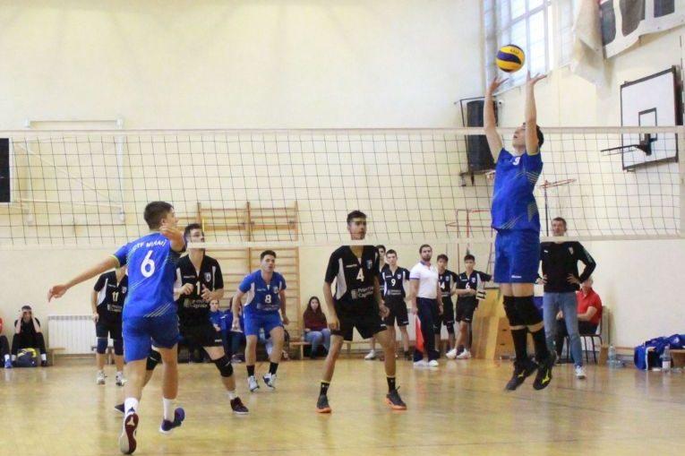 Tudor Constantinescu, volleyball player setter juniors CTF Mihai I