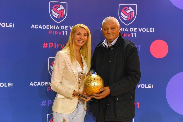 Cristina Pîrv, alături de primul său antrenor, Alexandru Lazăr, la inaugurarea Academiei Pîrv11 (FOTO: Vakarcs Loránd)