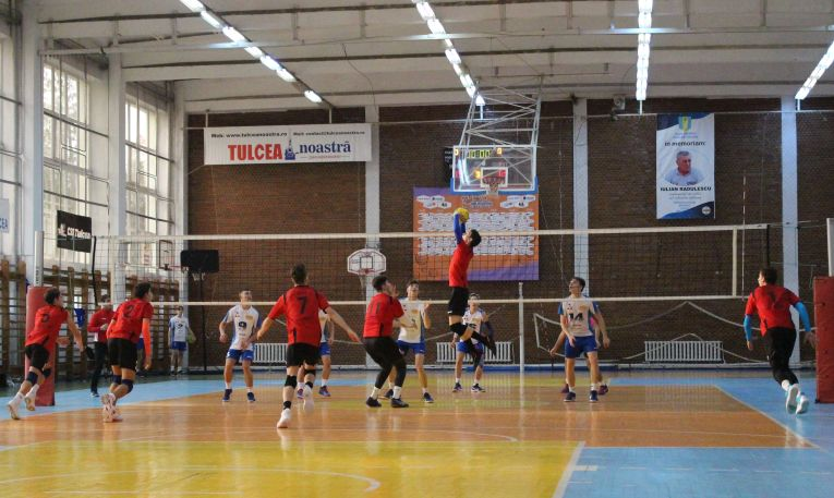 Tudor Constantinescu romanian setter of volleyball team CTF Mihai I, romanian champions in juniors