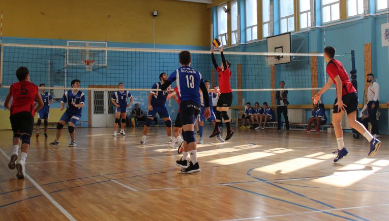 Tudor Constantinescu, setter of romanian volleyball junior team CTF Mihai I in action