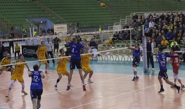 Fază de joc din meciul Kuopio - Arcada Galați, din prima manșă a 16-imilor de finală a Cupei CEV la volei masculin