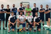 Jucătorii echipei masculine de volei CSU Brașov, la fotografia oficială de grup