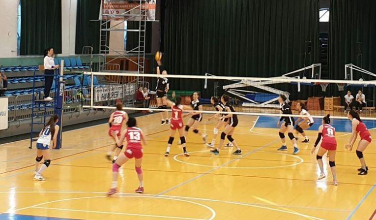 Faz de joc din meciul dintre Medicina Targu Mures si Sighetu Marmatiei, din etapa a opta a Seriei Vest a Diviziei A2 la volei feminin