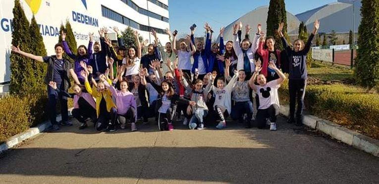 Participantele din prima serie a selecției inițiale naționale de constituire a lotului național de volei pentru speranțe, generația 2006/ 2007, la terminarea cantonamentului de la Complexul Olimpic Sydney 2000 de la Izvorani