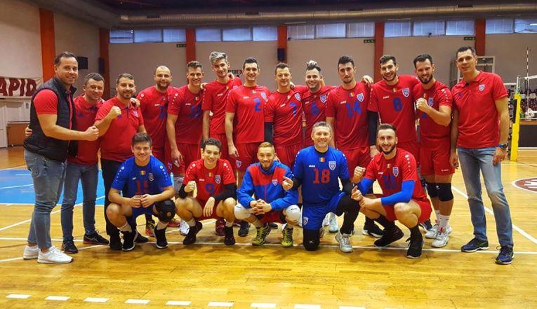 Componentii echipei de volei Steaua Bucuresti la poza de grup de după victoria din meciul cu Rapid, din sala Giulesti, din etapa a opta a Seriei Est a Diviziei A2 la volei masculin