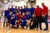 Tudor Constantinescu si ceilalti voleibalisti de la Steaua, după victoria obținută împotriva formatiei Stiinta Bucuresti in Divizia A2