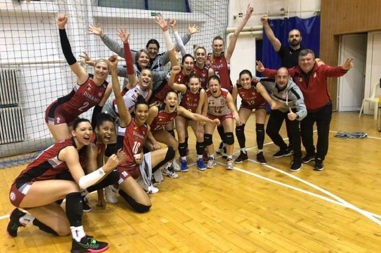 Bucuria dinamovistelor după victoria obținută la Bacău, cu Știința