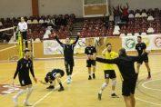 Jucătorii formației Știința București explodează de bucurie după câștigarea meciului cu Rapid, din ultima etapă a Diviziei A2, Seria Est