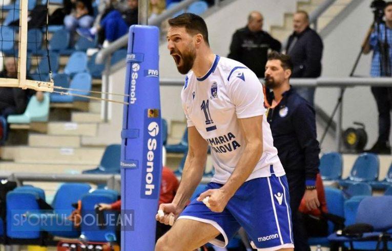 Laurențiu Lică, căpitanul SCM U Craiova,se bucura după un punct realizat în meciul cu Dinamo,disputat chiar în ziua în care a împlinit 40 de ani