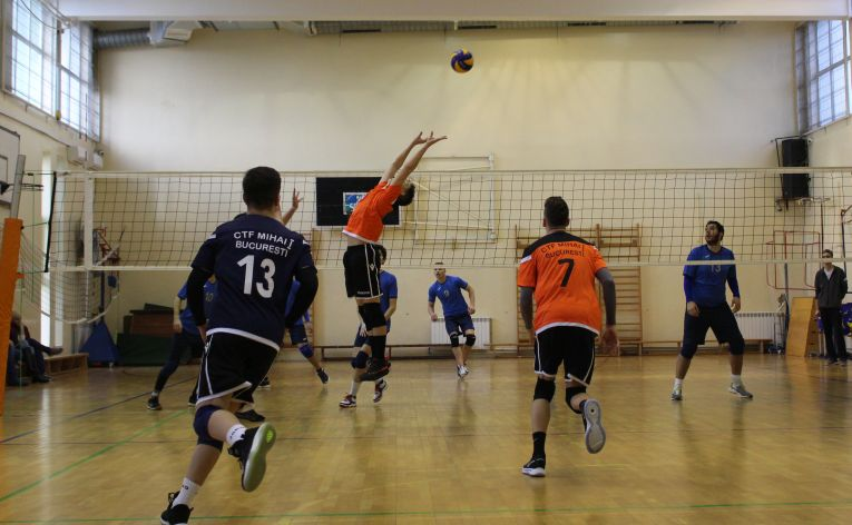 Tudor Constantinescu, romanian setter of junior volleyball team CTF Mihai I in action