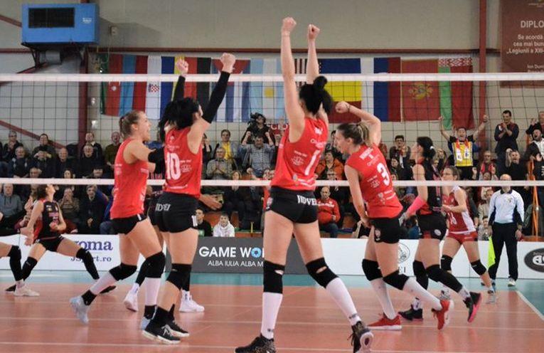 Bucuria voleibalistelor de la Alba Blaj după victoria cu Dinamo, din etapa a 19-a a Diviziei A1