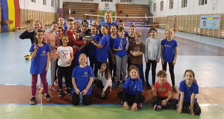 La Academia de Volei Pîrv 11 copiii au parte de antrenamente, dar și de surprize foarte plăcute