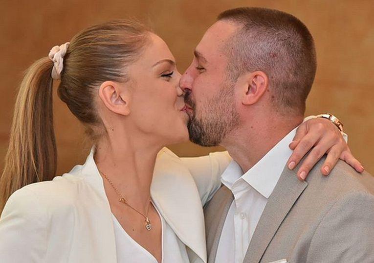 Primul sărut în calitate de soț și soție al Katarinei Jovanovic și soțului său