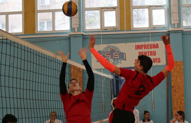 Tudor Constantinescu, volleyball setter of junior romanian champion CTF Mihai I in action