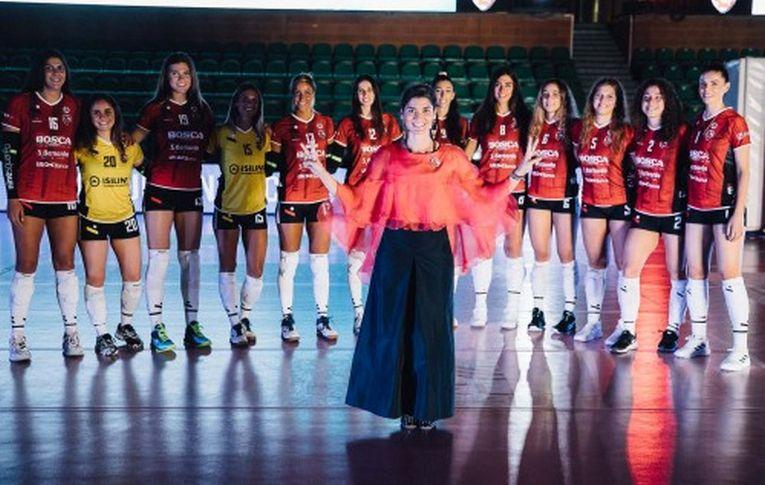 Adelina Ungureanu și coechipierele ei de la Cuneo, la prezentarea oficială