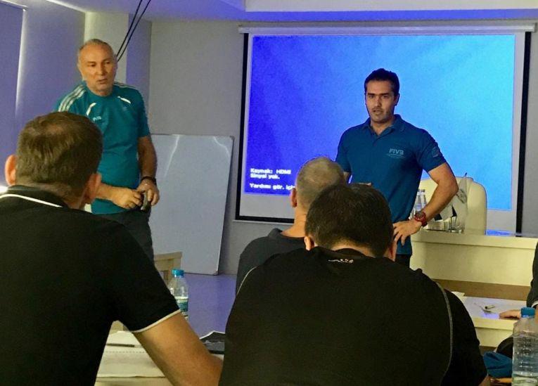 Dan Gârleanu, în rolul de instructor al FIVB