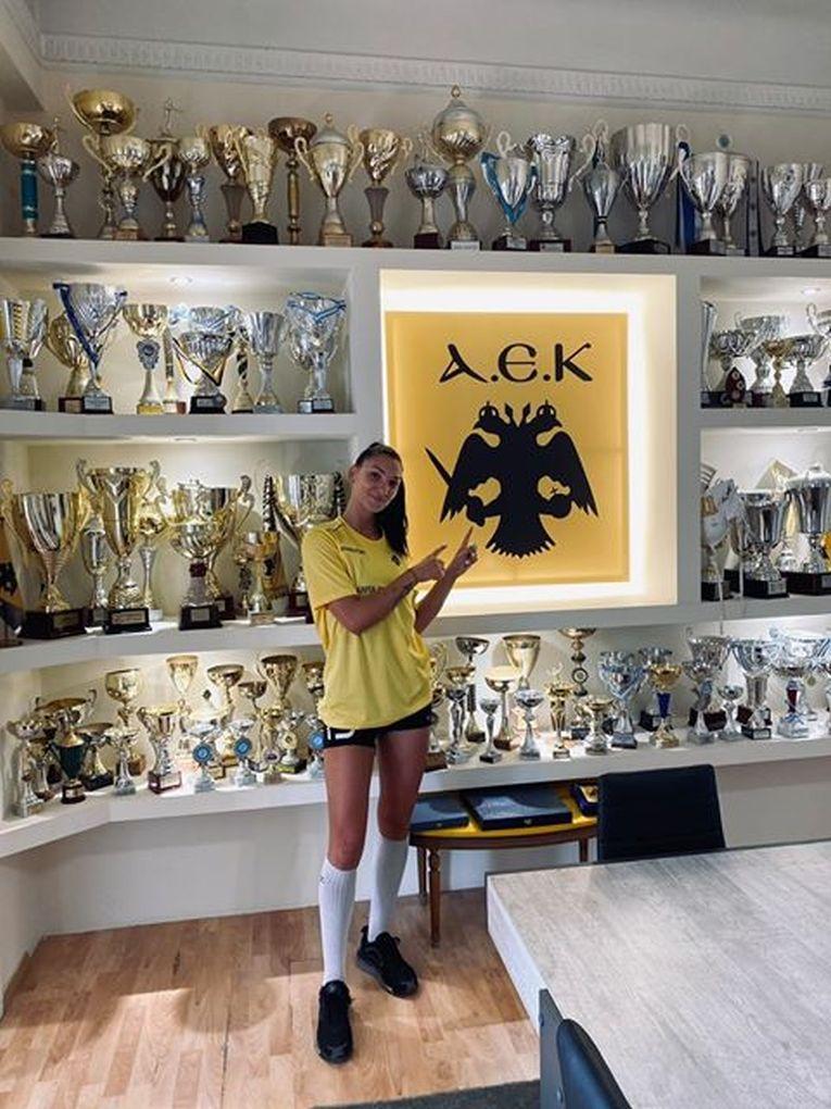 Ariana Pîrv, în sala de trofee a clubului AEK Atena