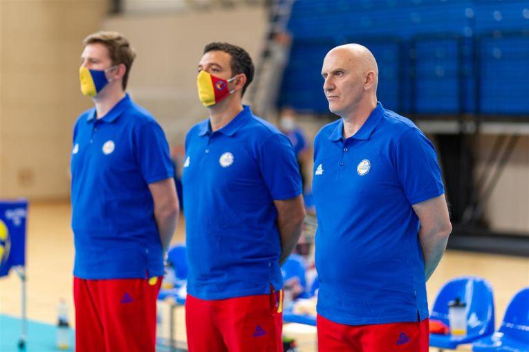 Marius Macarie și ceilalți colegi ai săi din staff-ul tehnic al naționalei U17