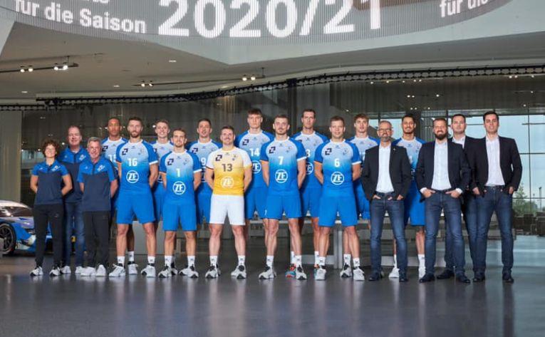 Rareș Bălean, alături de coechipierii săi de la Friedrichshafen
